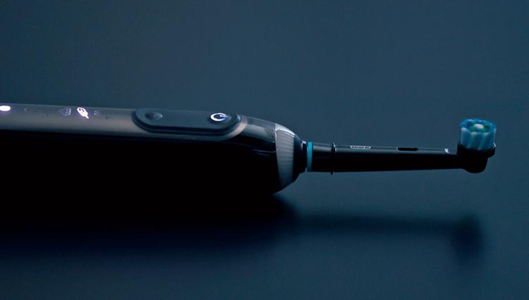 最新の電動歯ブラシは、磨き方のコーチングまでしてくれるのだ
