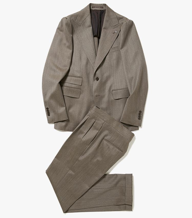 <p><strong>2.タリアトーレのベージュスーツ</strong></p> <p>立体的なフォルムと卓越したカッティングが魅力のタリアトーレのスーツ。きちんと感のある織り生地、カバートクロスを使用しつつ、ピークドラペルでエレガントな雰囲気もプラスしている。17万円(伊勢丹新宿店)</p>