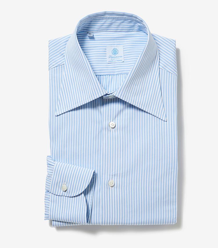 <p><strong>5.ヴァナコーレのストライプシャツ</strong></p> <p>ハンドメイドが9ヶ所あり、着心地の良いシャツを手掛けるナポリのシャツブランド。こちらはサックスブルー×ホワイトの淡色ストライプが、合わせるスーツやジャケットの色柄を選ばない。3万円(伊勢丹新宿店)</p>