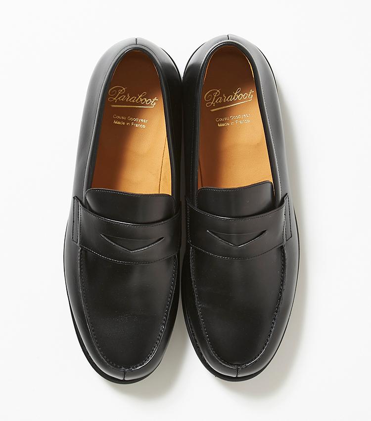 <p><strong>18.パラブーツの黒のペニーローファー</strong></p> <p>ペニーローファー「アドニス」は、パラブーツに多い登山靴由来のノルウェイジャン製法ではなく、グッドイヤーウエルト製法を採用。すっきりした顔立ちと、タフな履き心地を両立している。7万円(伊勢丹新宿店)</p>