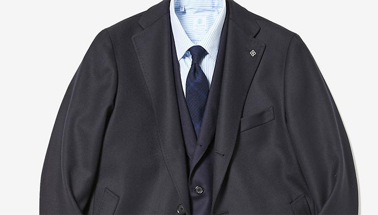 「王道のネイビースーツ」をフレッシュな印象に見せるには?