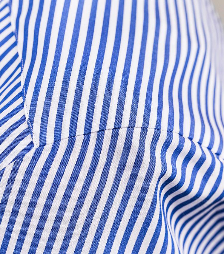 <p>南イタリアのシャツと違い、肩にギャザーを寄せずにクリーンに仕上げられている。</p>