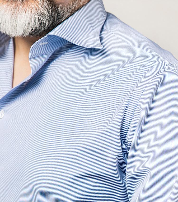 <p>襟は非常に柔らかく作られている。ノータイで着ても大変美しく、自然なロール感が優雅さを醸し出す。</p>