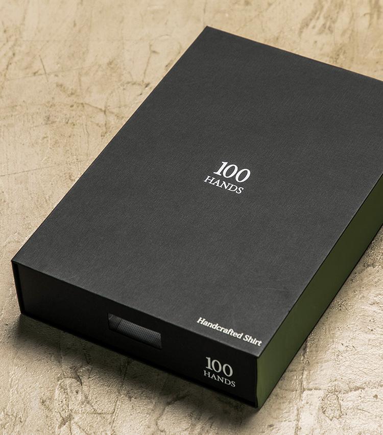 <p>オーダーした時に届く箱はこんな感じ。シックな黒地に「100HANDS」のロゴがあしらわれる。</p>