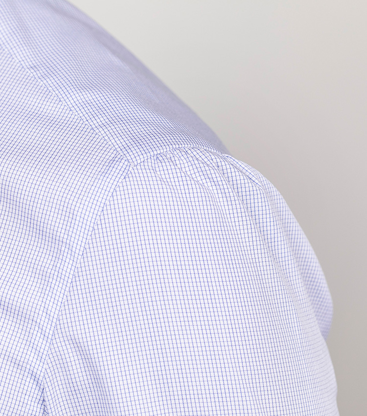 <p>肩のギャザーは多すぎず少なすぎず、の絶妙バランス。</p>