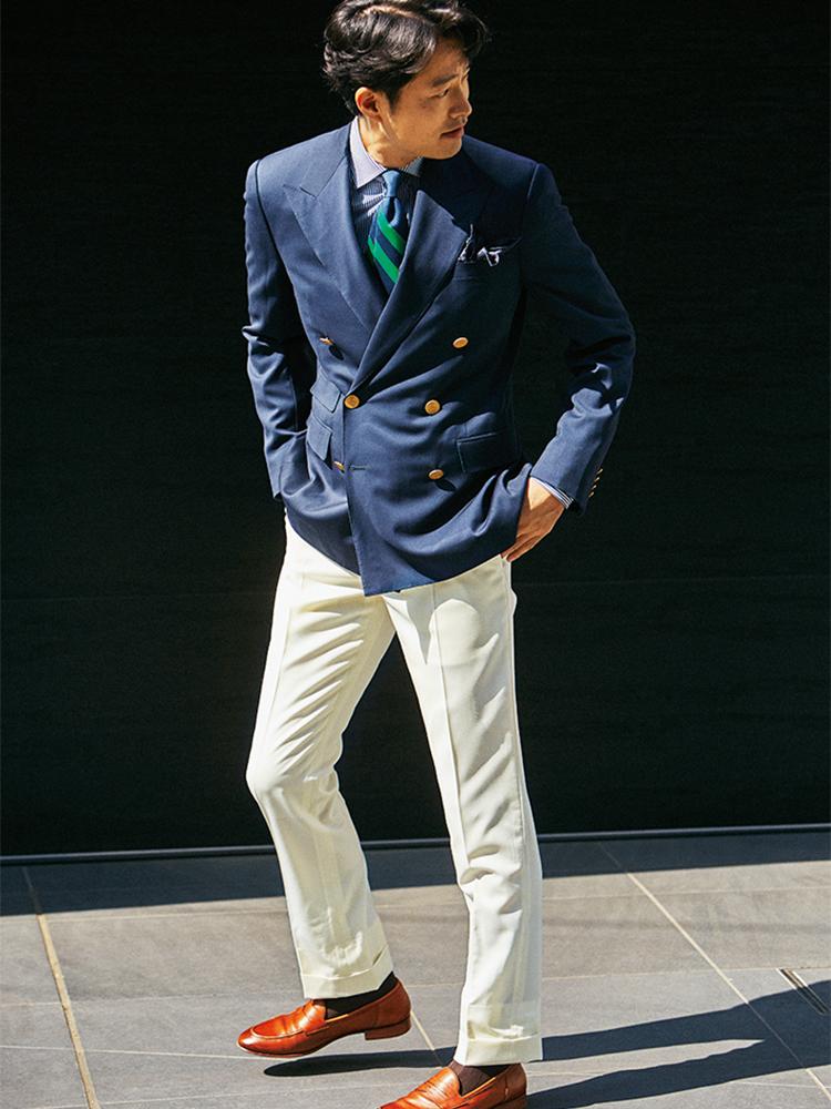 <p><strong>Trad Stripe Tie</strong></p> <p>紺ブレをダブルブレストにすることで制服感を回避し、ストライプタイとの合わせを大人っぽく仕上げている。</p>