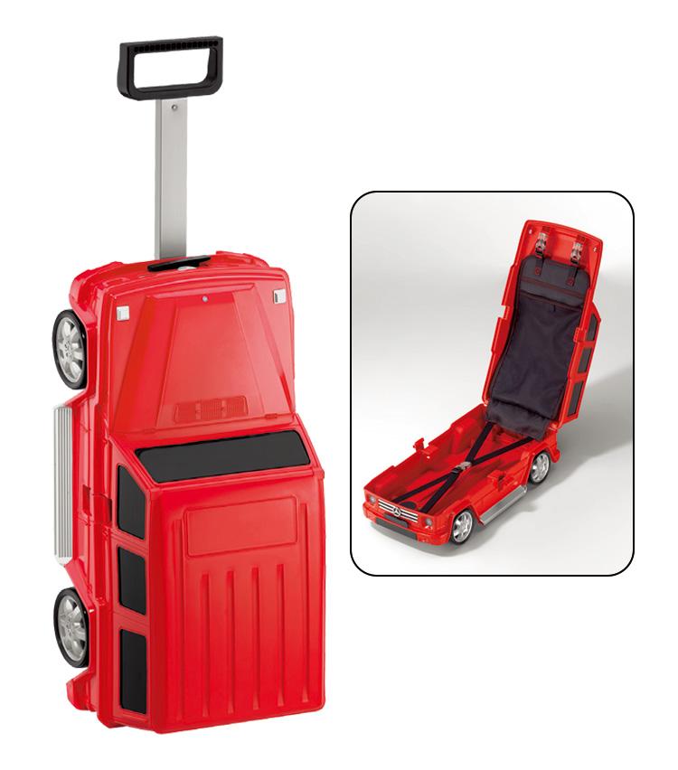 <p><strong>Gクラス キッズスーツケース</strong></br>クルマ好きのお子様にオススメのプレゼント。トラベルスーツケースとしてはもちろん、旅以外でも自宅で遊ぶ用に喜んでもらえそうだ。1万7820円</p>