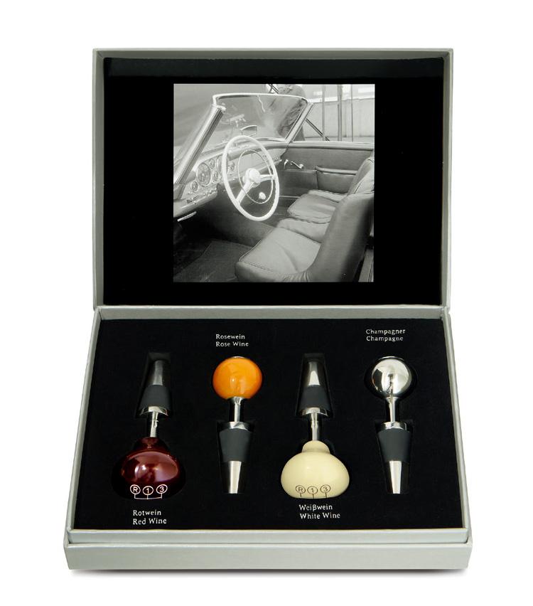 <p><strong>ワインストッパーセット</strong></br>メルセデスの名車「300SL」のギアノブを模したヴィンテージデザインのワインストッパー4本セット。8759円</p>