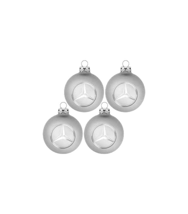 <p><strong>クリスマスオーナメント</strong></br>シルバーを基調にした、シックで上品な雰囲気のオーナメント。スリーポインテッド・スターのマークがクリスマスツリーに輝きを放つ。4個入り3000円</p>