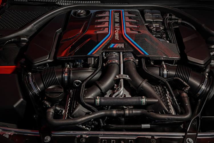 <p>BMWロードカー史上最高のスペックを誇る4.4リッターV型8気筒ターボエンジン。最高出力は625ps、最大トルクは750Nmを誇る。</p>
