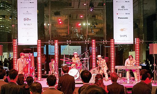 <p><strong>Jazz Live</strong><br /> 国内外の音楽祭等にも出演し、幅広く活動する今、注目度上昇中のジャズバンド「TRI4TH」が会のエンディングを盛り上げた。</p>