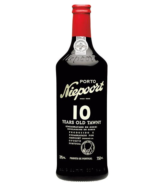 """<p><strong>Port Wine[ポートワイン]<br /> """"液体の宝石""""と称されるお酒</strong><br /> ポルトガル名産の酒精強化ワインは、甘口で長い余韻を愉しめるのが魅力。「トウニーポート10年」はオレンジやカラメルなど様々な香りを持ち、シガーにも好相性。6000円(木下インターナショナル)</p>"""