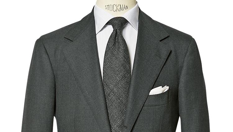 肩から上襟への直線的ラインの美しさは必見!「サルトリオ チッチオ」のスーツ