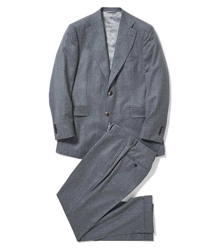 <p><strong>2.麻布テーラーのグレースーツ</strong><br /> セットアップとして上下単体でも着られる「ジェットクルーズ」モデルのスーツ。色は杢グレーで無地でも表情豊かなので、一般的なビジネス用のグレースーツとも差をつけられる。7万円〈オーダー価格〉(麻布テーラースクエア二子玉川店)</p>