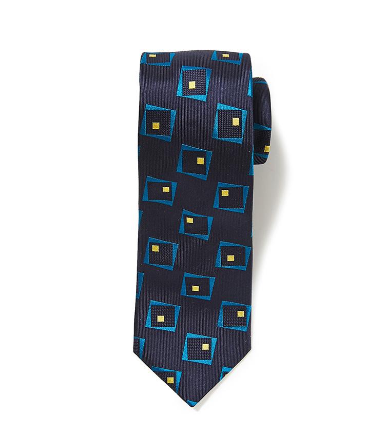 <p><strong>8.麻布テーラーのネイビー小紋ネクタイ</strong></p> <p>シルクの華やかさと紺の渋さが好バランス。幾何学模様のイエローや明るいブルーを、チーフなどの小物で取り入れてもお洒落。6500円(麻布テーラースクエア二子玉川店)</p>