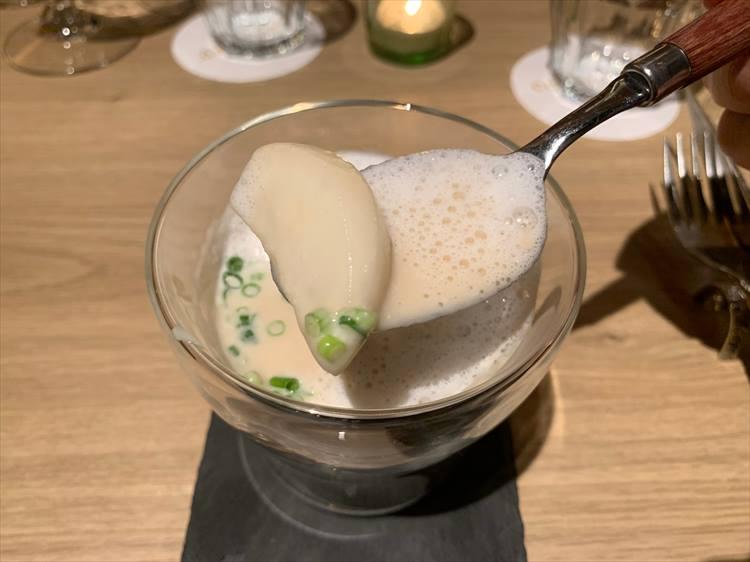 <p>ふわりとした口溶けのよいカブのスープが絶品</p>