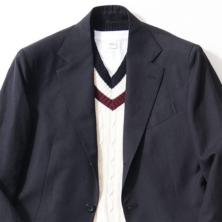 <p><strong>4位<br />「休日に着る黒スーツ」大人に見えるインナーは?【1分で出来るスーツのお洒落】<br /> </strong><br />この春、旬な黒スーツ。休日に着るなら、どんなインナーを合わせるとお洒落な雰囲気になるか? 黒スーツで礼服感を出さないためには、シャツよりもニットくらいがちょうどいい。たとえば写真のようなチルデンニットは、1枚で着るとゴルフ場のお父さん風になりがちだが、黒スーツに合わせることでモダンな印象に早変わり。あえてスカーフなども巻かず、シンプルに見せるのが◎。</p>