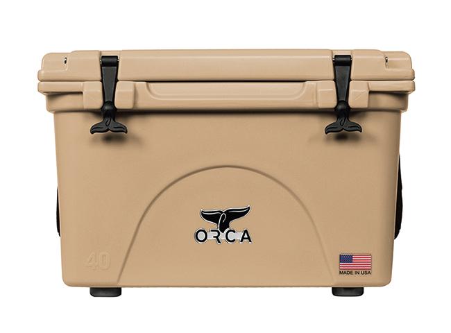 <p><b>ORCA<br />40 Quart -Tan</b><br />冬場とはいえ、クーラーボックスは必須。こちらはメイドインUSAのクーラーボックスで最大の魅力は氷の保持能力。これまでにない、最大で10日間と、クラス最高の性能を誇っている。サイズは高さ44×幅65×奥行き45cmで重量は約13kg。5万8000円(デイトナ・インターナショナルAMEDiv)</p>