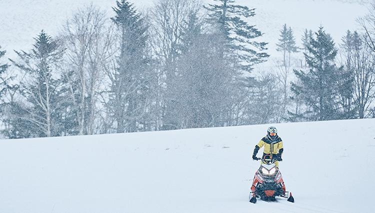 高性能マシンで雪原を縦横無尽