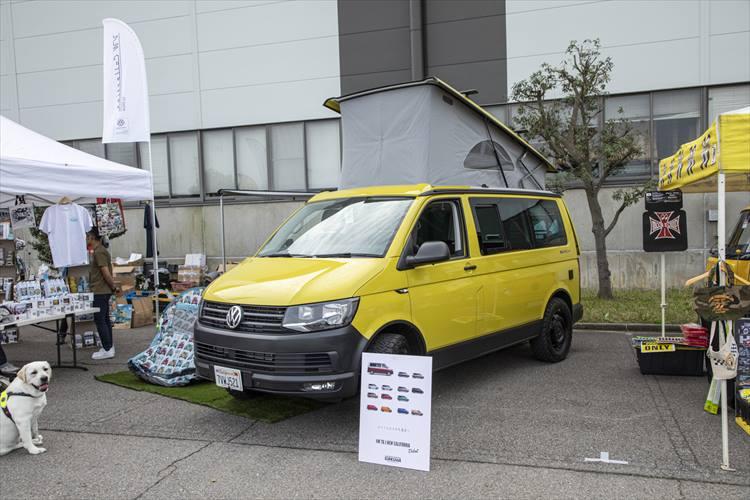 <p>こちらはフォルクスワーゲンのトランスポーター(商用車)を中心に扱う大阪の専門店「GAKUYA」が展示していた、日本への正規輸入は行われていない最新世代のトランスポーター。実用的であると同時に「高級感」も感じられる商用車だ。</p>