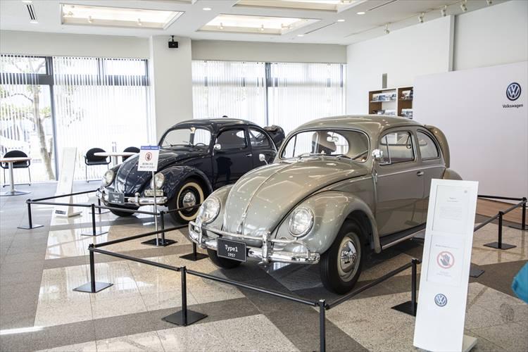 <p>手前のベージュのタイプ1は1957年式で、お医者さまが長らく所有していたものを昨年VGJが譲り受けたとのこと。奥側の黒いタイプ1は1952年11月に市場調査用として初めて日本に持ち込まれた4台のうち1台。</p>