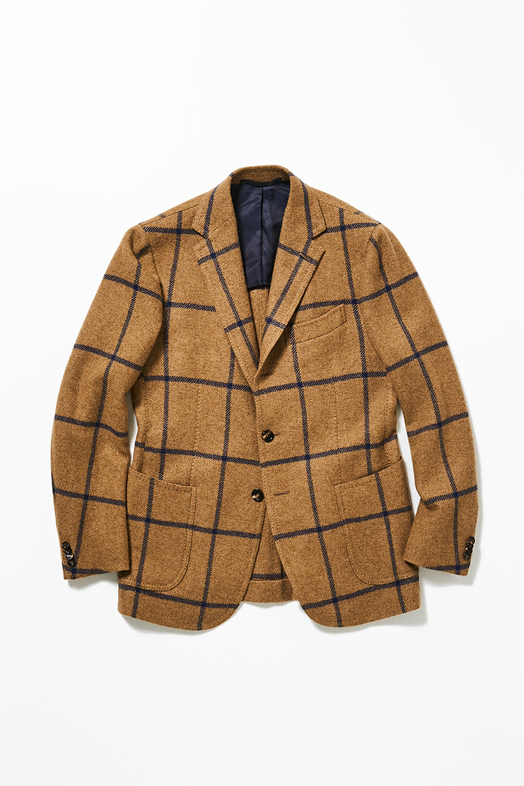 <p><strong>モデル デビッド・レツラフさん<br />スティレ ラティーノのウィンドーペーンジャケット</strong><br />暖かみのあるキャメル素材が贅沢に使用されたジャケットは、コントラストの効いたペーンが着こなしのアクセントになる。ファッションモデルとして、数々のスーツ&ジャケットに袖を通してきた中でも、特にお気に入りなのがナポリの名門、スティレ ラティーノだという。「伝統的なナポリのテーラーリングを基礎とした、身体のラインに沿った美しいシルエットとソフトな着心地はメンズテーラーリングにおいて最も優れたものだと思います。タイドアップからカジュアルスタイルまで相性が良く、コーディネートの主役としても愉しめます」。26万円(ビームス 六本木ヒルズ)</p>