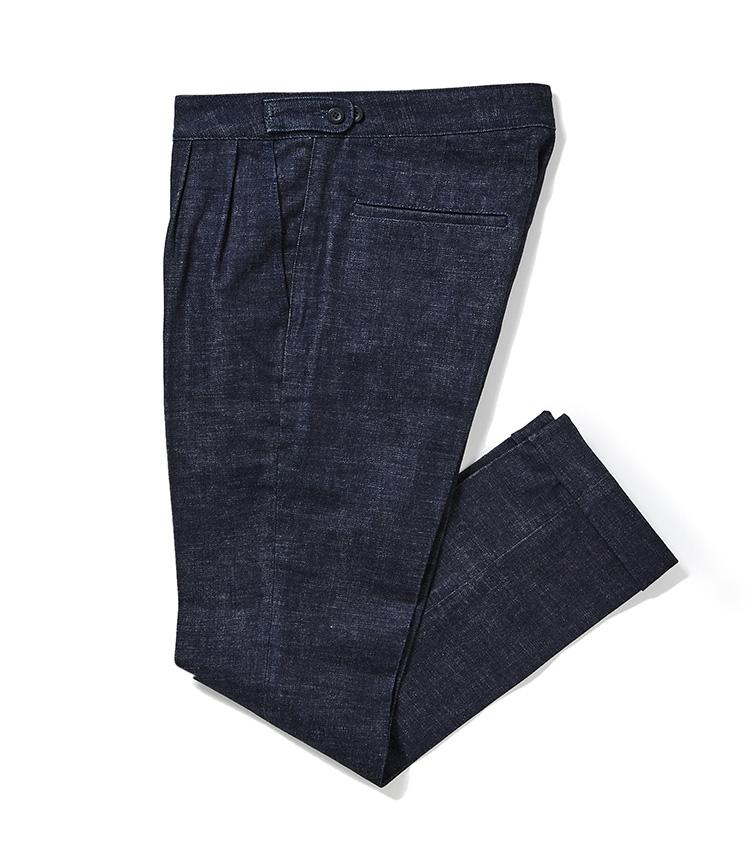 <p><strong>15.アール&ブルースのデニムスラックス</strong><br /> ウエストに2タックが入った、ドレッシーなデニムスラックス。デニスラがあると、カジュアル以上、ドレス未満のコーディネートを作りたいときに役立つ。4万5000円〈オーダー価格〉(麻布テーラースクエア二子玉川店)</p>