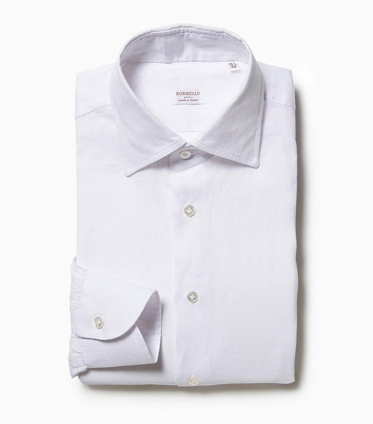 <p><strong>5.ボリエッロの白シャツ</strong><br /> イタリア高級シャツメーカーの白さ際立つシャツは、スーツやジャケットの襟元から覗かせると印象爽やか。素材は春夏らしい清涼感が溢れるリネン100%。2万5000円(ビームス 六本木ヒルズ)</p>