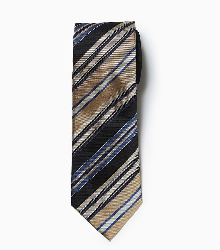 <p><strong>7.フランコ バッシのパネルタイ</strong><br /> 結ぶと黒場が多く見えるところやヴィンテージ調の色柄が、今シーズらしいシルクネクタイ。裏側はペイズリー柄で、ちらりと見えたときに洒落感を発揮。1万8000円(ビームス 六本木ヒルズ)   </p>