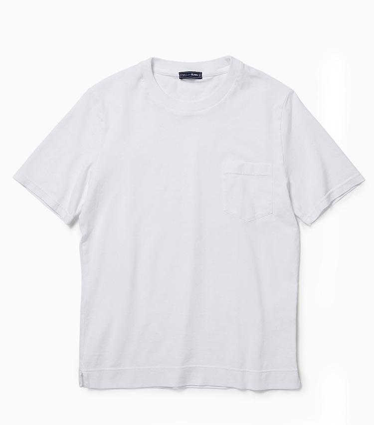 <p><strong>14.フェデーリの白Tシャツ</strong><br /> イタリアのニットメーカーは布帛のTシャツも得意分野。上質なコットン100%を使用したポケット付きTシャツは、大人がきれいめカジュアルを構築できる高品質であることは言わずもがな。ニットの襟元から覗かせても違いを発揮する。2万3000円(ビームス 六本木ヒルズ)</p>