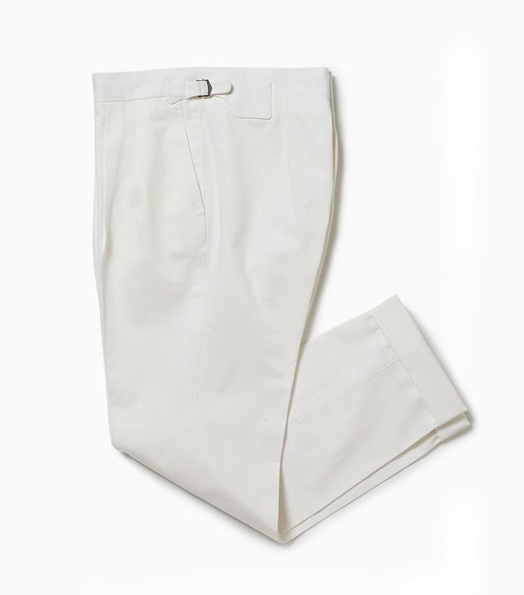 <p><strong>19.イガラシトラウザーズのホワイトパンツ</strong><br /> パンツ好き垂涎! 日本発オーダーメイド専門のパンツ専業ブランドにビームスが別注し、初めての既成パンツが完成。ハリのあるコットンを使い、緻密に計算された美シルエットは、ビジネスからカジュアルまで幅広く活躍する。3万5000円(ビームス 六本木ヒルズ)</p>