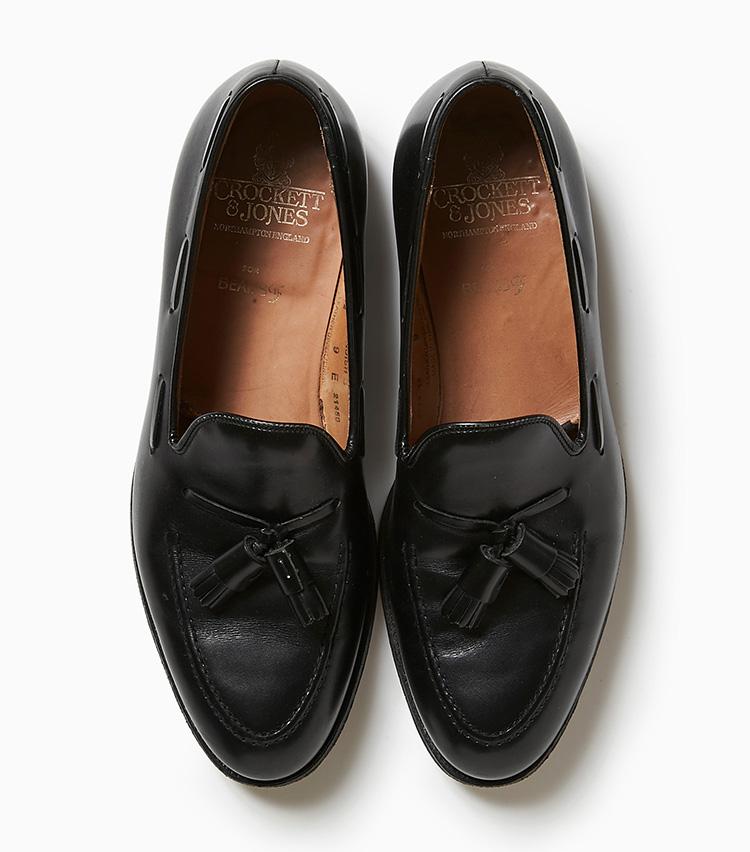 <p><strong>23.クロケット&ジョーンズの黒タッセルシューズ</strong><br /> 22と同じモデル「キャベンディッシュ3」の異素材バージョン。こちらはネイビーやグレーのスーツにも合わせやすいブラックカーフ素材。7万9000円(ビームス 六本木ヒルズ)</p>