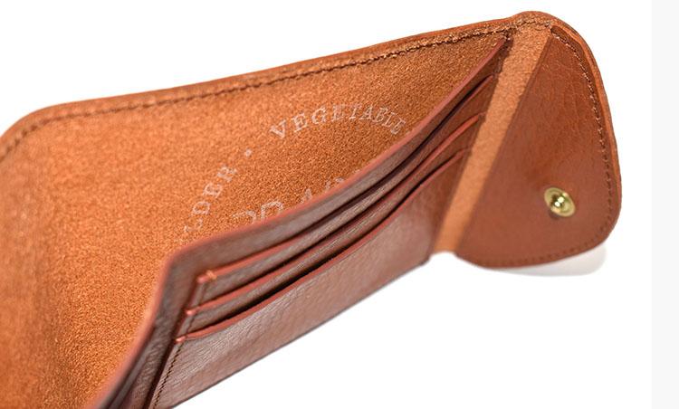<p>お札入れとカードが6枚収納可能な「純札入」1万7000円。</p>