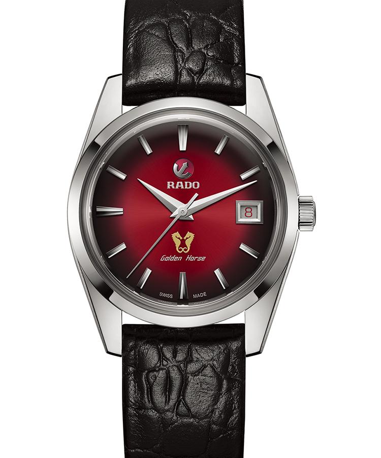 <p><b>1957年モデルの姿と色とを完全再現<br />ラドー ゴールデンホース 1957 リミテッドエディション</b><br /> 1957年に誕生し、日本に初めて輸入されたラドーの時計としても知られるゴールデンホースを復刻。6時位置で向き合う2匹のシーホースのマークは、古くからの時計ファンには懐かしいだろう。サンレイ加工を施した赤のグラデーションダイヤルも、当時のまま。デイト表示の数字もダイヤルと同色とするなど、細部にまで凝る。限定1957本。自動巻き。径37㎜。SSケース。カーフストラップ。18万円(ラドー/スウォッチ グループ ジャパン)</p>