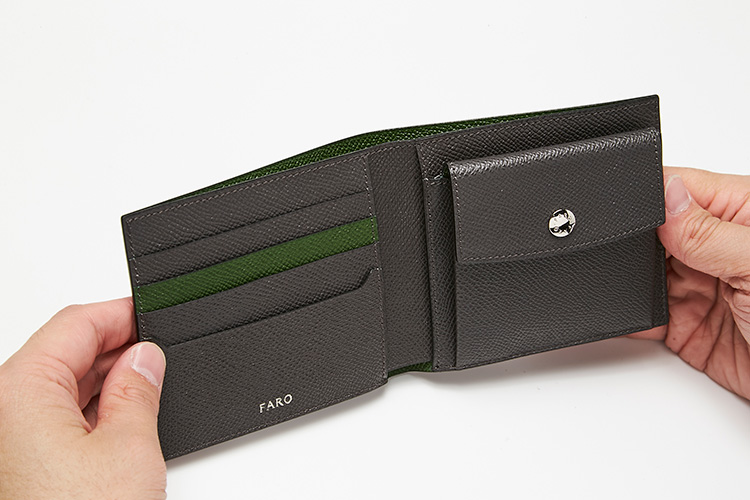 <p>ファーロ/開いたところ</p> <p>内装はグレー×グリーンの洗練されたカラーコンビネーション。</p>