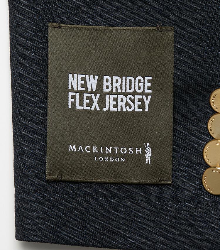 <p><strong></strong></br>同シリーズには共通して袖口の織りネームが付けられている。店頭に並んだ際にすぐ見分けられるのが便利だ。</p>