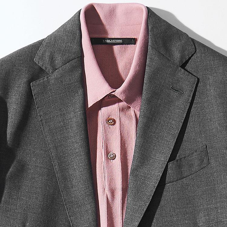 <p><strong>7位<br />休日スーツを大人っぽく見せるインナーは?【1分で出来るスーツのお洒落】<br /> </strong><br />休日にスーツを着る際、ノータイでも大人っぽくきれいめに見せるにはどんなインナーを合わせるとよいか? 写真のようなハイゲージニットポロで、ボタンを上まで止めて着ると襟元の開きも少なく、きちんと感がUP。休日なら、スモーキーなピンクのような、少し明るめの色を選んでも仕事のときと違った印象に見せることが出来る。<br /> <small>(2019年3月号掲載)</small></p>