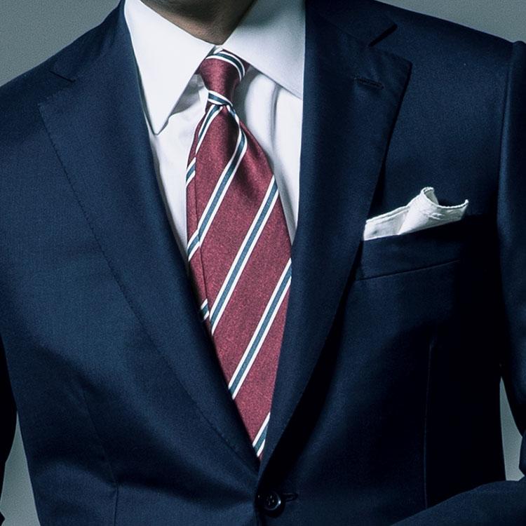 いつもの紺スーツをパワフルに見せるには?【1分で出来るスーツのお洒落】