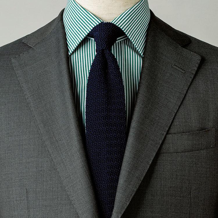 「グレースーツ×紺ネクタイ」を新鮮に見せるシャツは?【1分で出来るスーツのお洒落】