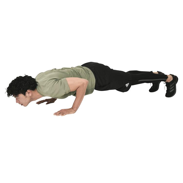 <p><strong>2.</strong>身体を一直線にして、肘の曲げ伸ばしに5秒間かけながら腕立て伏せを行う。脇が開かないように。</p>