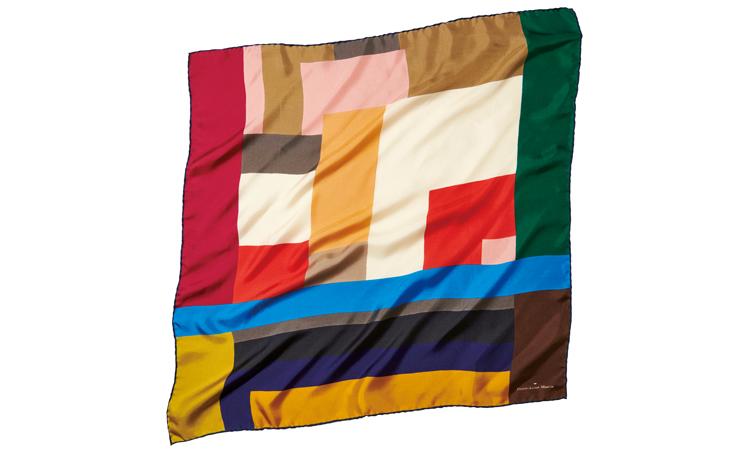 <p>一枚で多様な使い方が楽しめるマルチカラー。縁は本巻き縫いで、シルクの上品さと高級感が楽しめる。67cm角。1万1000円/ピエール=ルイ・マシア(フィーゴ)</p>