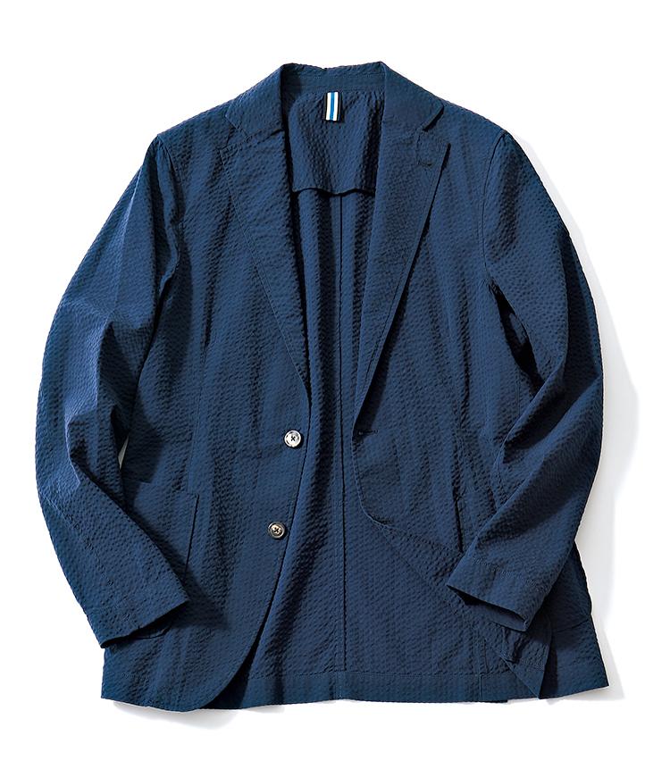 <p><strong>BAGUTTA / バグッタ</strong><br /> シャツ出自のブランドだが、昨今はイージージャケット作りにも注力。一枚仕立てに加え袖ボタンも省かれているので、無造作に袖をまくって着てもよし。素材は涼感の高いコットンのネイビーシアサッカーだ。6万2000円(トレメッツォ)</p>