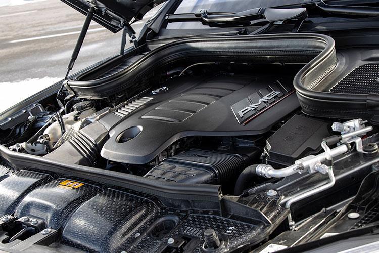 <p>エンジンと9速ATの間にISG(インテグレーテッド・スターター・ジェネレーター)を配置する。「AMG GLE 53 4マティック+ クーペ」の0-100km/h加速は5.3秒。</p>