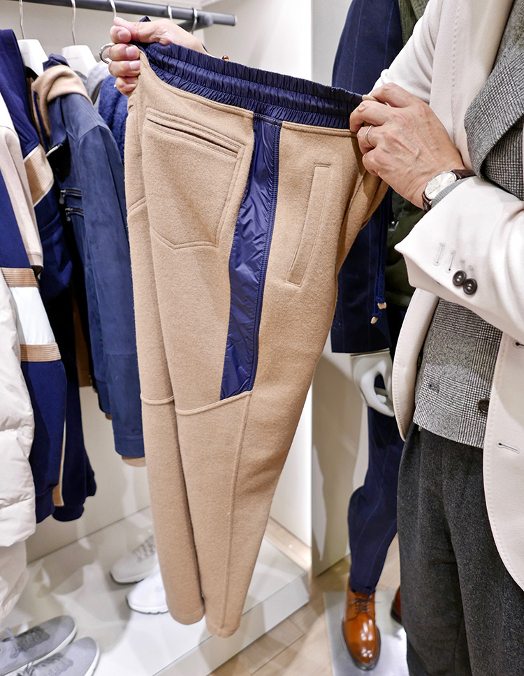 <p><strong>6.  Brunello Cucinelli cashmere track pants / ブルネロ クチネリのカシミアのトラックパンツ</strong><br /> With the largest booth at Pitti, there were plenty of beautiful garments to choose from, but who wouldn't love a pair of cashmere track pants? Brunello Cucinelli raises the bar on athleisure with this offering.</p> <p><small>ピッティ会場内で最も大きいブースを構えるブルネロ クチネリ。たくさんの美しい服が展示されていましたが、中でも、このカシミアのトラックパンツは逸品。ブルネロ クチネリは、このアイテムで、アスレジャーのハードルを上げます。</small></p>