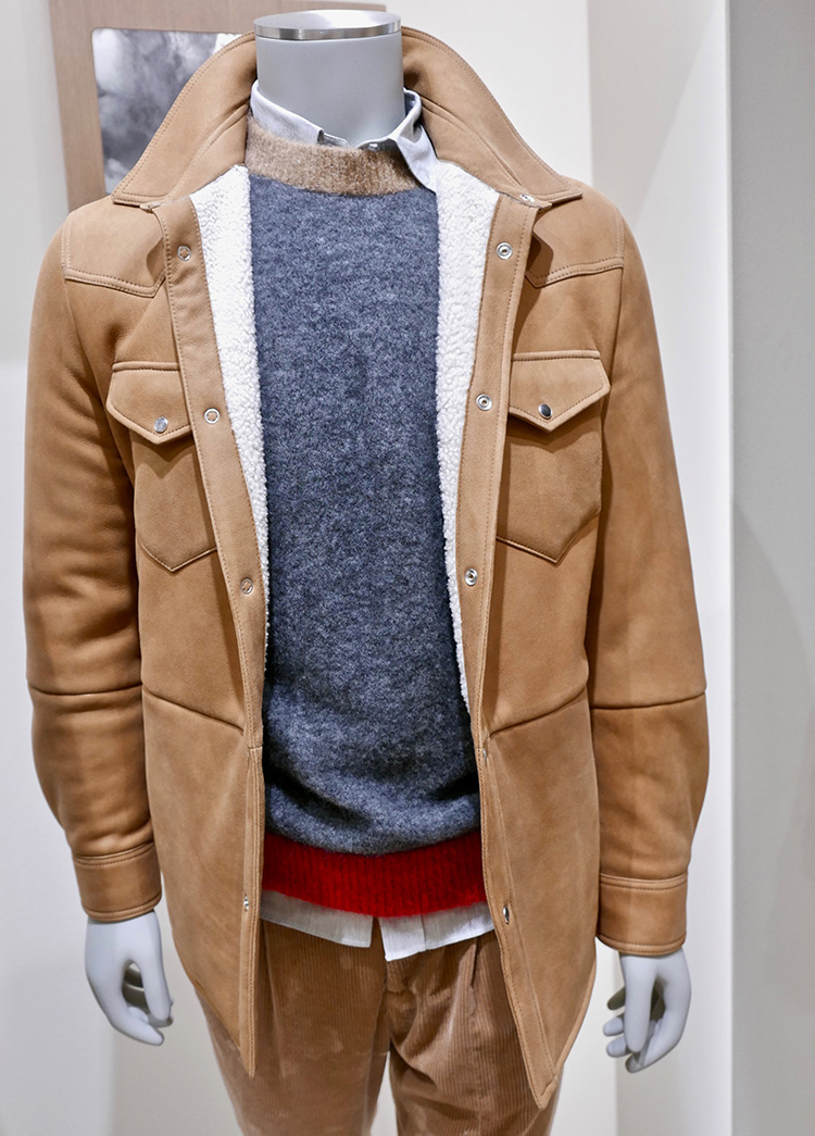 <p><strong>14.  Brunello Cucinelli western style shearling jacket / ブルネロ クチネリのウェスタンスタイルのシャーリングジャケット</strong><br /> Given my fondness for western wear and luxury goods, this suede shearling lined jacket was one of my favorite Pitti picks.</p> <p><small>ウェスタンスタイルの服とラグジュアリーアイテムが好きな私にとって、このスエードのシャーリングジャケットは、ピッティで見たアイテムの中でお気に入りの一つです。</small></p>
