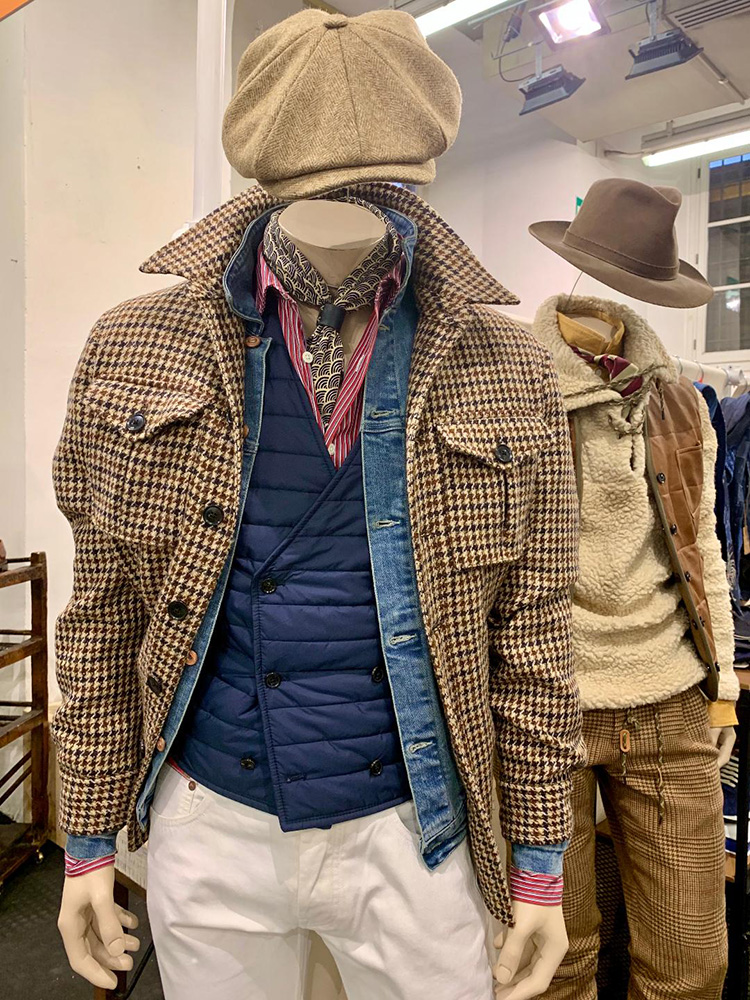 <p><strong>15. L'egoiste  tweed shirt jacket / レゴイストのツイードシャツジャケット</strong><br /> Another shirt jacket.  This one in Harris Tweed with a quilted lining.  Perfect three season jacket for the country gentleman.</p> <p><small>シャツジャケットをもう一点。こちらはキルトの裏地付きのハリスツイードのもの。カントリージェントルマンにぴったりの、3シーズン着られるジャケットです。</small></p>