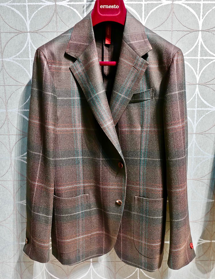<p><strong> 16.  Ernesto sportcoat / エルネストのスポーツコート</strong><br /> A jacket in a brown watch pattern as apposed to the more common black watch is a fresh look.  I like this one from Ernesto for its soft construction.  Easy elegance.</p> <p><small>よくあるブラックウォッチ柄ではなく、ブラウンウォッチのジャケットは、新鮮です。エルネストのこのジャケットは、ソフトコンストラクションなのが気に入りました。イージーエレガンス。</small></p>