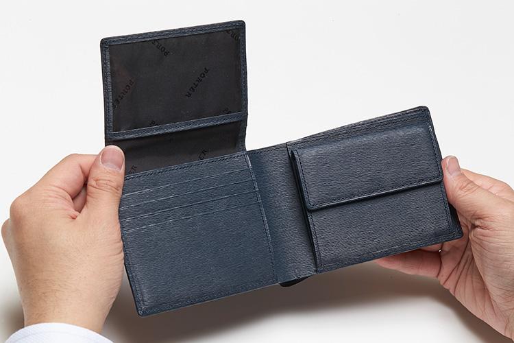 <p>(ポーター/開けたところ)</br><br /> 内部には中ベロ式のポケットが取り付けられるほか、4枚のカードポケット、コインポケットを装備。</p>