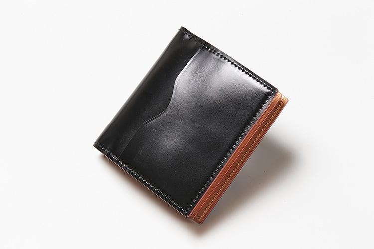 <p>(ガンゾ/裏面)</p> <p>裏面にもカードポケットがあって便利。</p>