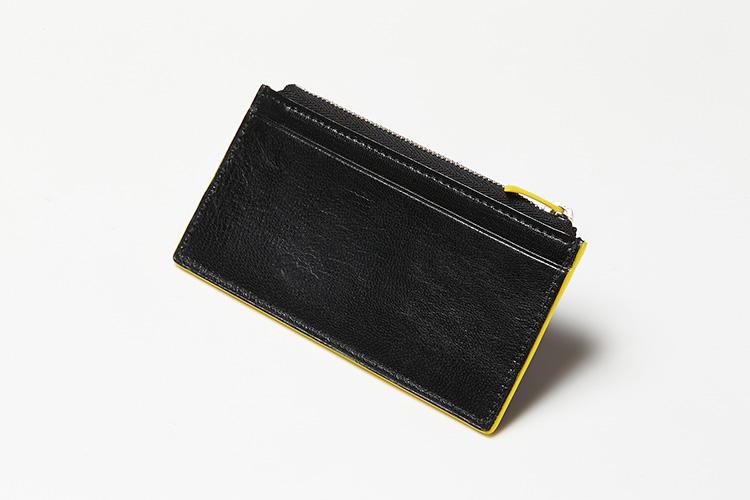 <p>(ペッレ モルビダ/背面)</p> <p>背面には各種カード類はもちろん領収書などの収納にも便利なカードポケットを装備。</p>